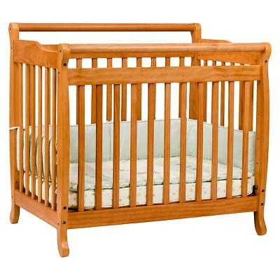 DaVinci Emily Mini Crib - Oak