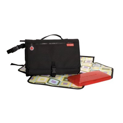Skip Hop Pronto Baby Changing Station & Diaper Clutch Black