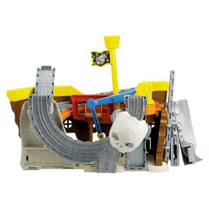 Fisher-Price Thomas & Friends Take-n-Play Thomas at Pirate's Cove Portable Railway Set