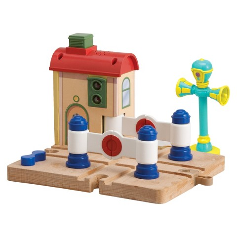 TOMY Chug-Crossing Platform with Vee