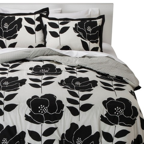 Room Essentials™ Poppy Reversible Comforter Set