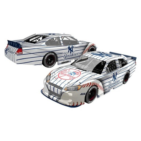 Lionel Racing  MLB New York Yankees 2012 1:24 HOTO