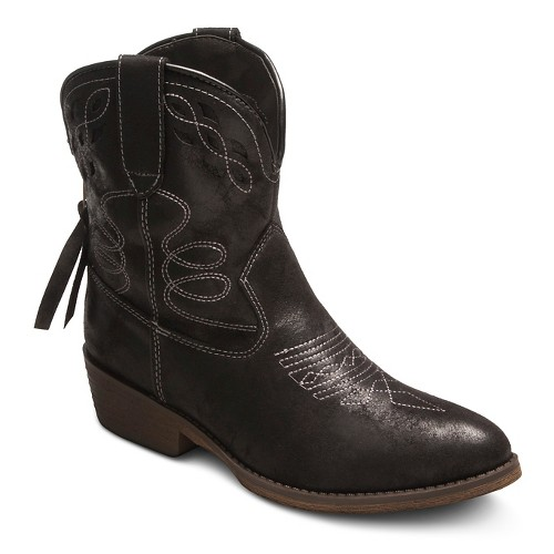 Boots for Women. These boots were made for showing off! This season, stun in Belk's selection of boots for women. From flat boots to high heel boots, women's riding boots to rain boots, there is a pair that will work for you. Belk carries medium, narrow, .