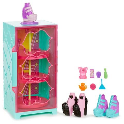 bratz shoefiesnaps showcase target. Black Bedroom Furniture Sets. Home Design Ideas