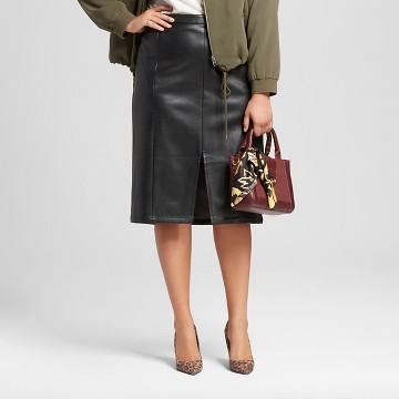 how to wear a pencil skirt plus size